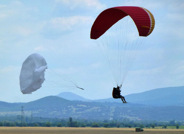 Simulation of paragliding rescue paracute deployment